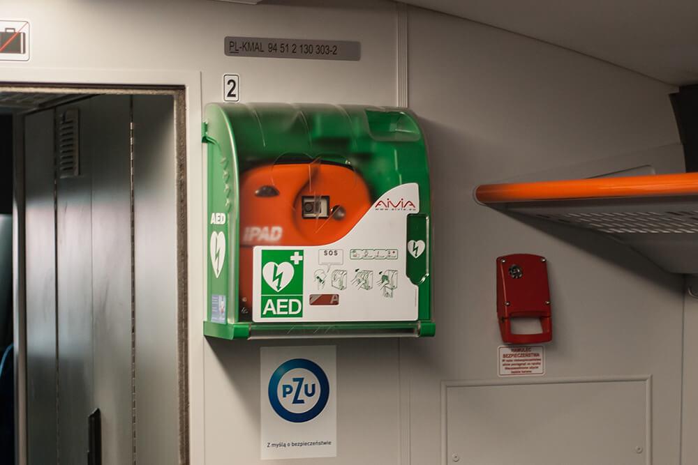 pociąg, defibrylator, pierwsza pomoc, defibrylator aed, projekt aed, ipad, aivia