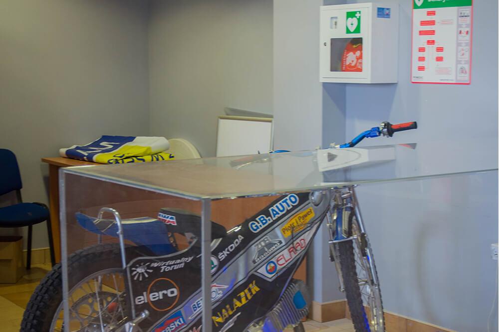 rower, defibrylator, pierwsza pomoc
