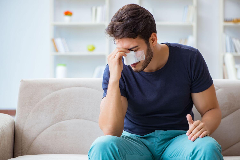 krwotok z nosa pierwsza pomoc
