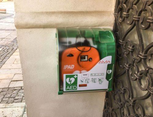 Defibrylator AED ratuje życie w kościele w Illinois