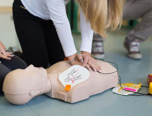 Czy uczyć dzieci posługiwania się AED?