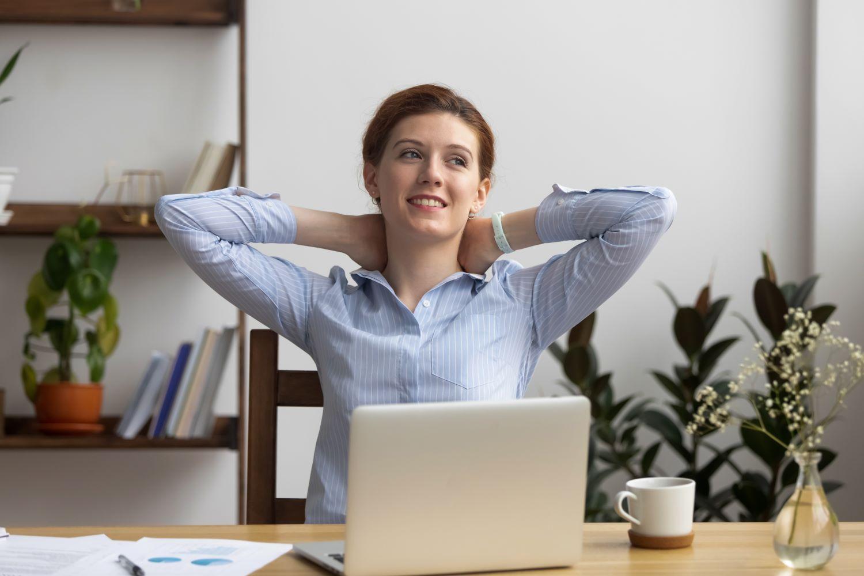 czyste powietrze w pracy, zdrowie w pracy, dlaczego warto zaopatrzyć się w dezynfektor powietrza