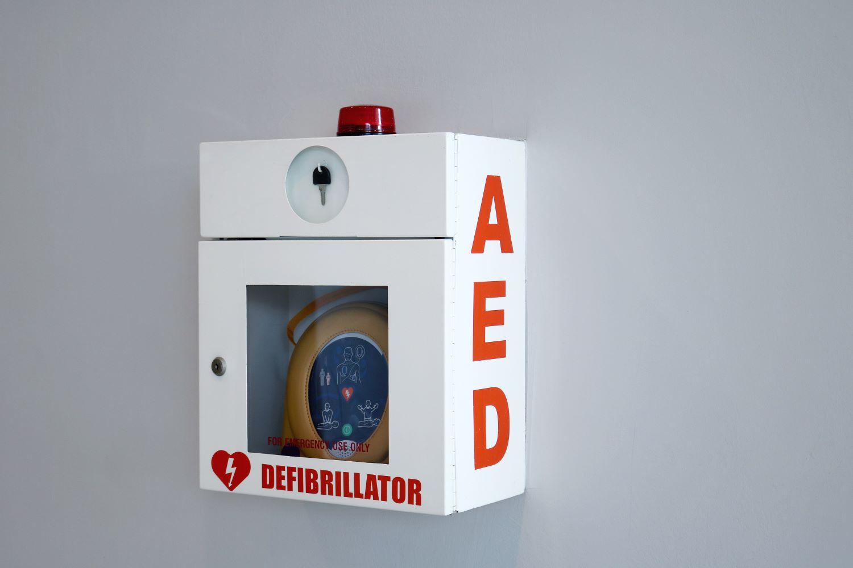 Akcesoria do Twojego AED, czyli szafki do defibrylatorów, szafka na defibrylator