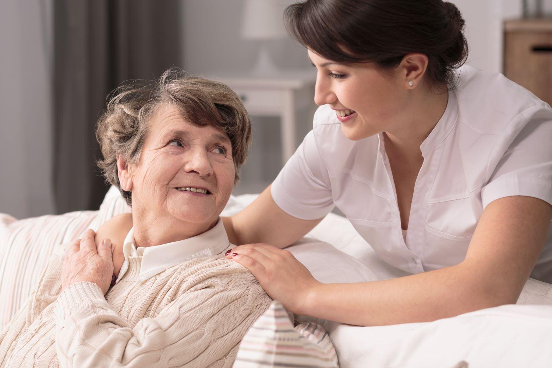 Osoby starsze, seniorzy, ochrona,Dofinansowanie na urządzenia do dezynfekcji powietrza dla Domów Pomocy Społecznej