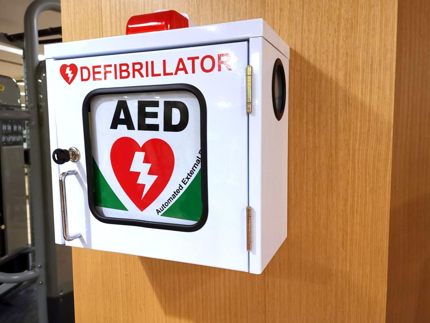 Szafki z systemami zdalnego nadzoru AED, szafka na AED